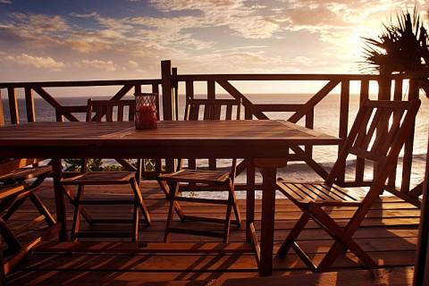 Terrasse acces WIFI au bord de la mer
